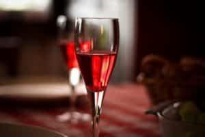 Les incontournables cocktails au champagne pour une fête chic et raffiné