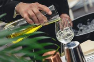 Les 13 Ustensiles Indispensables Pour Réaliser Des Cocktails Maison Aussi Bien Qu'un Barman